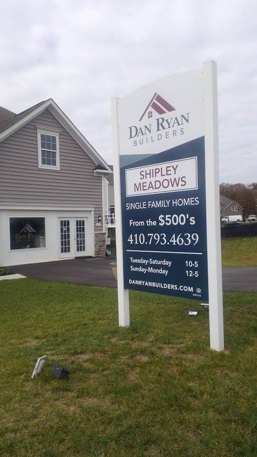 Medium Density Overlay-MDO-Sign on PVC Post-size 4x8 by Sign Central, Inc.